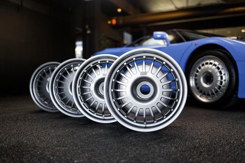 Pelek Bugatti EB110 yang ikut dilelang di Balai RMSothebys, Denmark