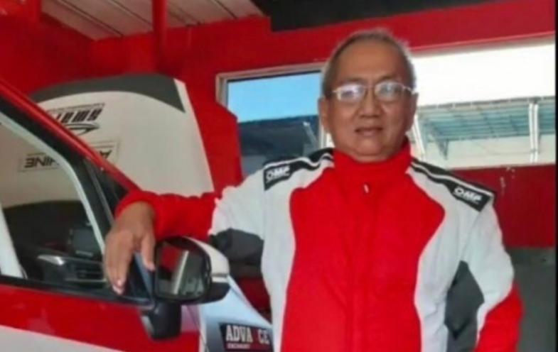 Indra Saksono menilai Anondo Eko sebagai tokoh muda otomotif yang rendah hati, jujur dan berprestasi. (foto : racing4net)