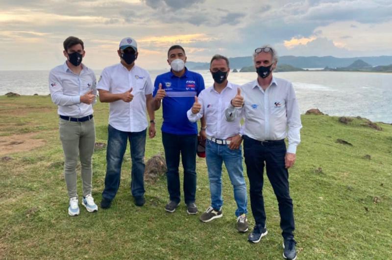 Bamsoet bersama Abdulbar M Mansoer (ITDC), Carlos Ezpeleta (Dorna Sports), Franco Uncini dan Loris Capirossi (FIIM) di lokasi bakal lapangan golf dekat dengan kawasan sirkuit Mandalika, Lombok, NTB)
