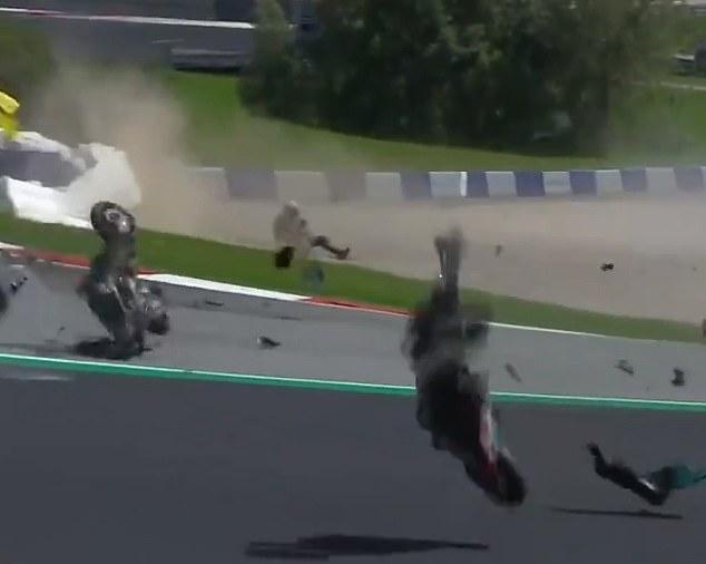 Kecelakaan dahsyat antara Johann Zarco (Avintia Ducati) dengan Franco Morbidelli (Petronas Yamaha Srt) di GP Austria 2020. (Foto: dailymail)