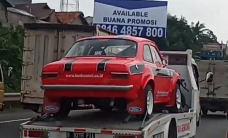 Ford MK1 yang bakal digeber pereli Unggul Prakoso dengan navigator Lanang Damarjati otw ke arena Kejurnas Sprint Rally putaran 1 di Tanjung Lesung, Pandeglang, Banten. (Foto : ist)