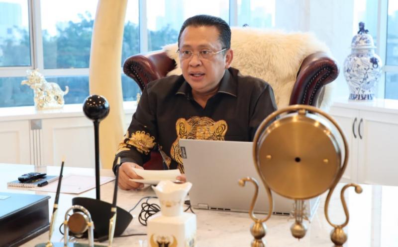Bamsoet sebagai keynote speaker webinar Sport Law A Foundation of Sport Industry in Modern Economy yang diselenggarakan Ikatan Alumni Fakultas Ekonomi Universitas Parahyangan, Bandung secara virtual Kamis (8/4/2021).