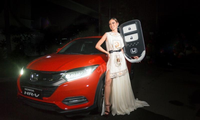 Satu unit New Honda HR-V untuk Danella Ilene Kurniawan dari PT Honda Prospect Motor sebagai pemenang Indonesia Next Top Model 2020