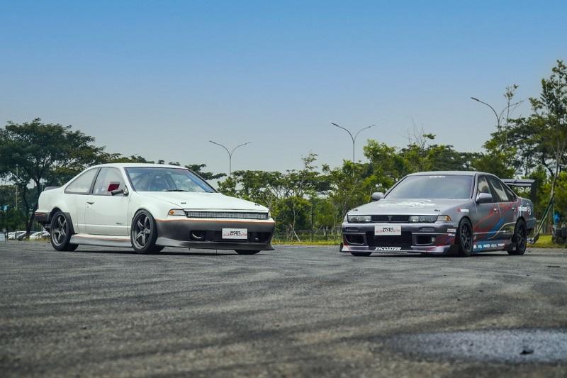 Dua mobil modifikasi yang ikut meramaikan Indonesia Modification Expo (IMX) 2021