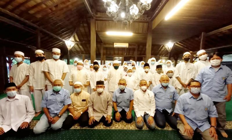 Bukber Dirwktur Teknik dan Komisi Safety Olahraga Mobil IMI Pusat adakan bukber dengan anak yatim di Warung Solo Jeruk Purut Jaksel