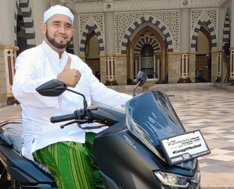 Habib Syech Bin Abdul Qadir Assegaf memiliki 3 unit Yamaha NMax