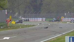 Salah satu momen rusuh di GP Emilia Romagna 2021 yang penuh drama. (Foto: f1)