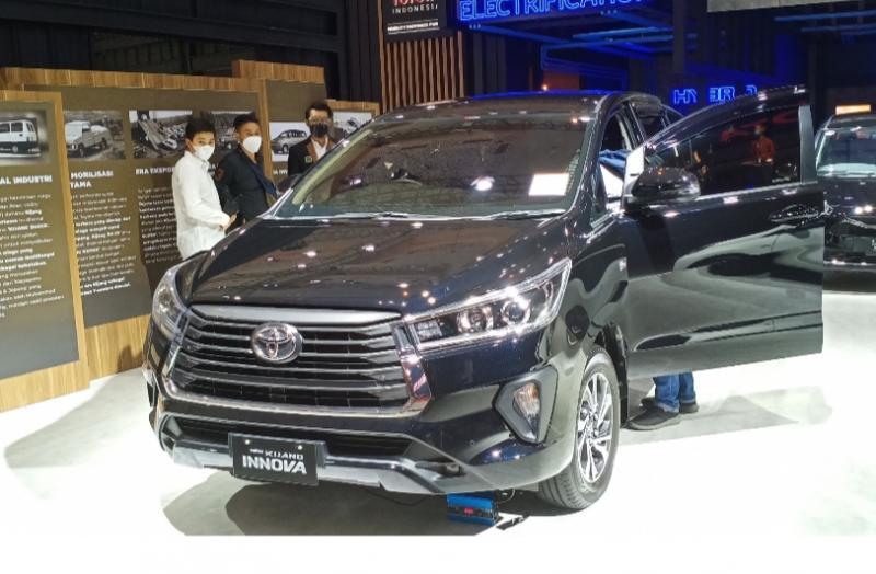 New Kijang Innova di booth Toyota di Indonesia International Motor Show Hybrid 2021