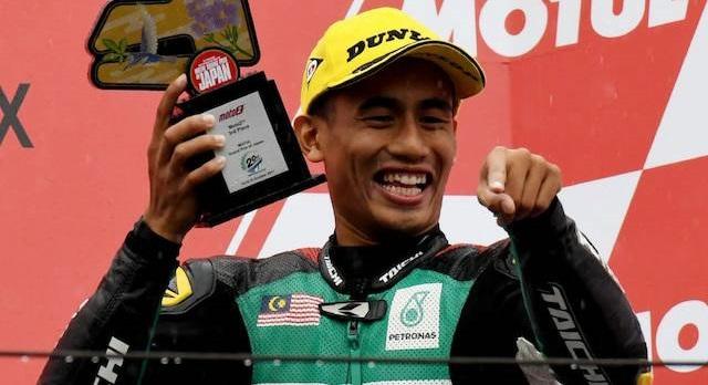 Hafizh Syahrin (Malaysia) saat membanggakan negerinya di podium balap motor dunia. (Foto: harakahdaily)