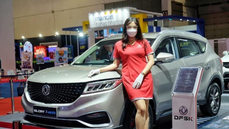 DFSK Ladies yang menjadi usher di booth DFSK IIMS Hybrid 2021 selain wajib masker juga serta melakukan Swab Antigen 3 hari sekali