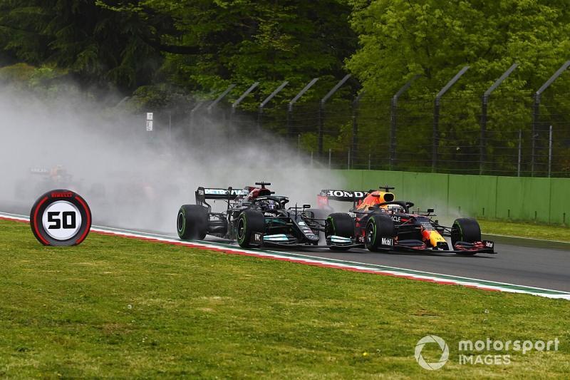 Rivalitas tim Mercedes dengan Red Bull bukan hanya di lintasan, tapi juga terjadi dalam hal pembajakan ahli mesinnya. (Foto: motorsport)