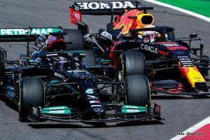 Rivalitas sengit Mercedes vs Red Bull Honda, tinggal tunggu waktu tubrukan pada tahun ini. (Foto: wires pool)
