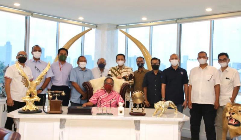 Para pembalap senior dan legendaris beraudensi dengan Bamsoet selaku Ketua IMI Pusat dan Ketua MPR-RI di Jakarta hari ini