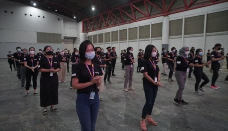 Keterlibatan 200 volunteer dari unsur mahasiswa dan mahasiswi untuk mensosialisasikan prokes CHSE selama IIMS Hybrid 2021
