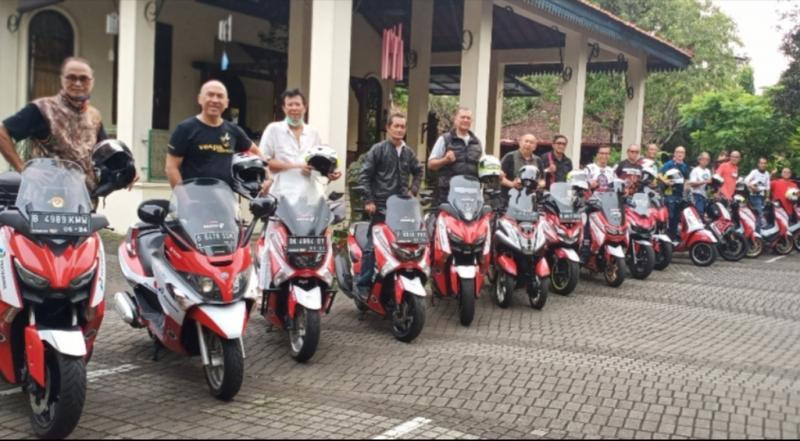 Para peserta touring motor Legend Riders Club Expedisi O Km di Warung Solo Jeruk Purut Jaksel Selasa tadi sore