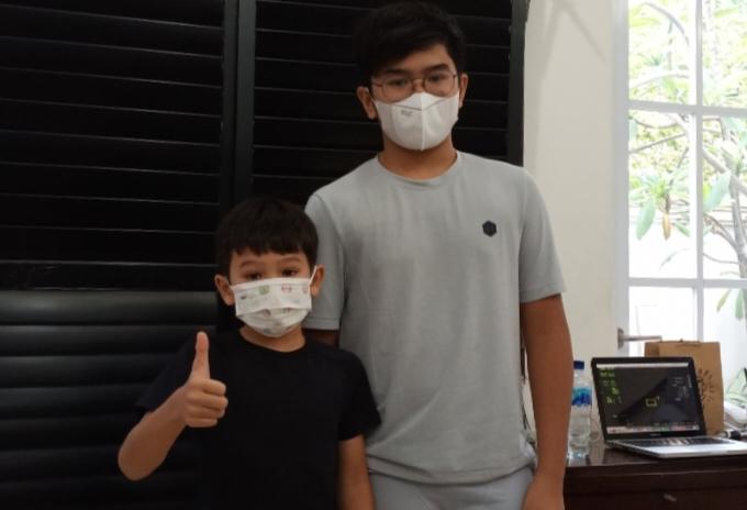 M Kaenan Rito Sini (kanan) dan adiknya Oliver Rito Sini merupakan pegokart kelas Cadet Rok yang sangat menonjol talentanya