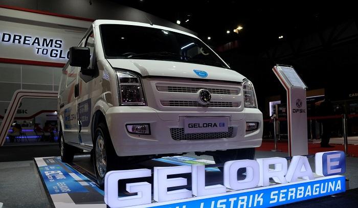 Tampilan mobili litsrik DFSK Gelora E saat dipamerkan di ajang pameran IIMS Hybrid 2021