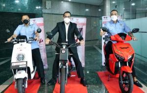 Dari kiri Bamsoet, Menhub Budi K Sumadi dan Ahmad Sahroni, sepakat sosialisasikan buku Panduan Keselamatan Berkendara