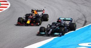 Saling overtake Lewis Hamilton dan Max Verstappen di F1 Spanyol