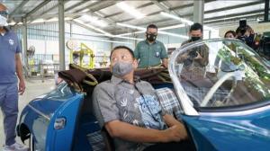 Bamsoet langsung pesan kepada pemilik Tuksedo Studio Puji Handoko dibuatkan Mercedes-Benz 300 SL Gullwing model tahun 1957 Sebagai Bentuk Dukungan Karya Anak Bangsa Dalam Pengembangan Restorasi Mobil Klasik Indonesia.