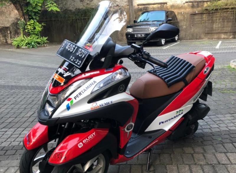 Yamaha 3 roda ini menjadi motor andalan Rio Sarwono pada touring Legend Riders Club Expedisi 0 Km Bukittingi - Aceh. (foto : mobilinanews)