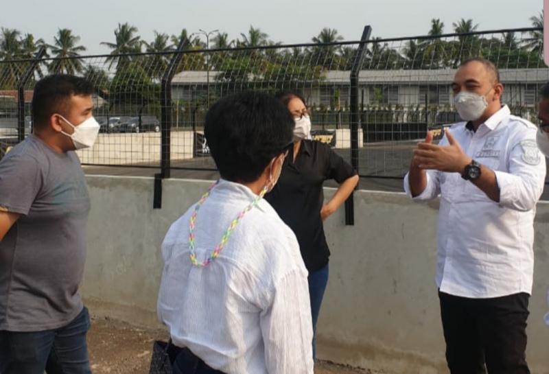 Bupati Tangerang Ahmed Zaki Iskandar berdiskusi dengan Lola Moenek, Akbar Rais dan Shahnaz di J99 Maxx Drift Circuit Karawaci