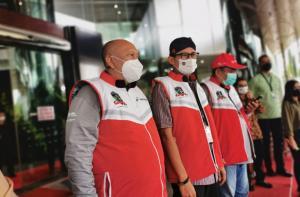 Dari kiri Rio Sarwono, Sandiaga Uno dan Dolly Indra Nasution, touring Legend Riders diharapkan menggeliatkan UMKM dan sentra ekonomi kreatif