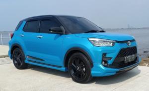 Toyota Raize SUV compact 5 seater, mesin 1.000cc turbo, kaya fitur serta harga terjangkau. (foto ; bs)