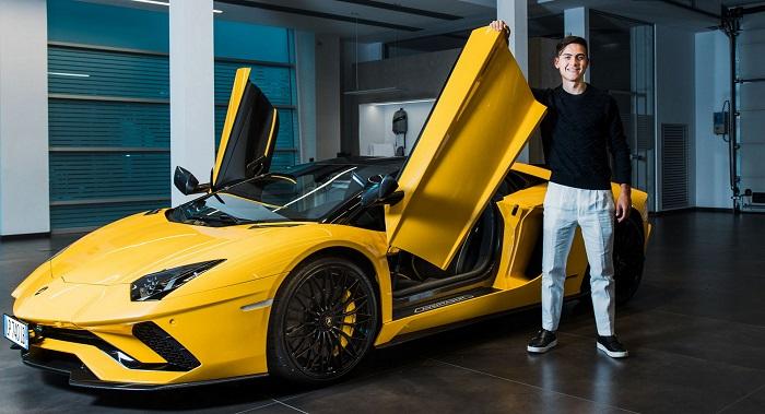 Paolo Dybala memboyong Lamborghini Aventador setelah mencetak gol ke 100 bersama Juventus