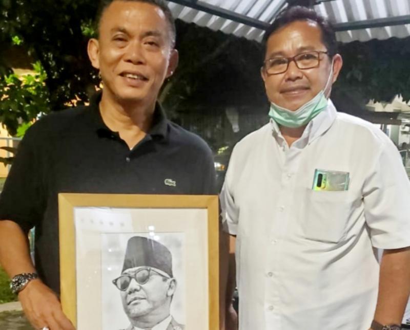 dr Bagus Mahayasa (kanan) dan Ketua DPRD DKI Jakarta H. Prasetyo Edi Marsudi