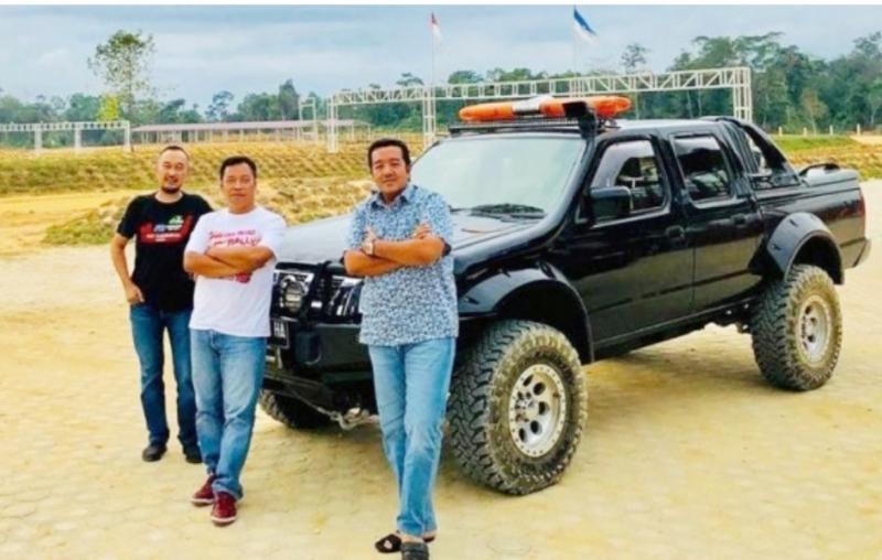 Dari kiri Rim RIM, Memen Harianto dan H Jimmy Syamsudin owner Suwarnadwipa Nusantara Circuit Muara Bungo, Jambi