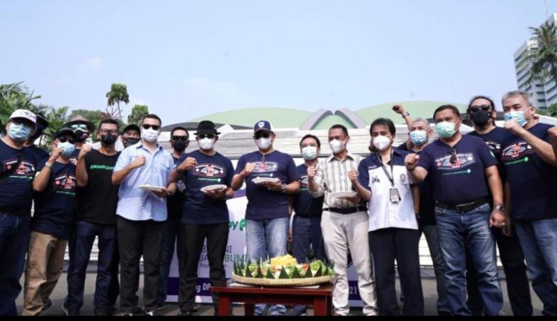 Acara syukuran dan tumpengan ultah ke-39 Volkwagen Beetle Club Indonesia bersama Bamsoet di halaman gedung MPR Senayan Jakarta