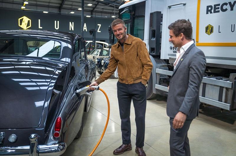 David Beckham tertangkap sedang mengunjungi perusahaan Lunaz yang merupakan sebuah perusahaan pengembang mobil klasik listrik di Inggris