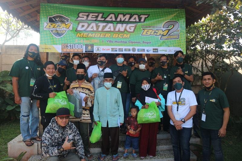 Anak Bukan Club Motor (BMC) berbagi bersama dengan anak yatim dan masyarakat pada ulang tahun keduanya