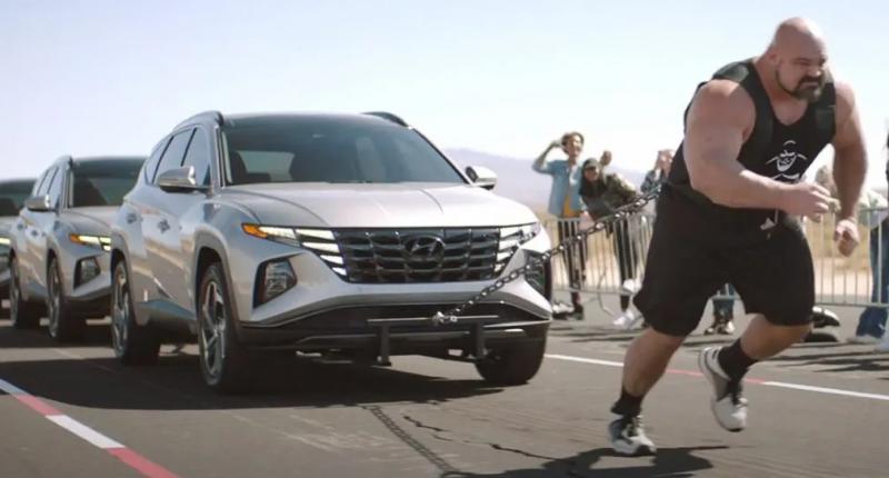 Kampanye promosi Hyundai Tucso yang melibatkan tokoh Disney yang menarik mobil