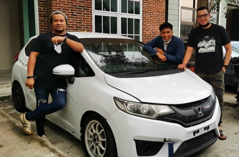 Dari kiri Iik Sudiro AP Speed, Ridwan Hanif dan Ican. Ikut balap mobil ISSOM karena pengaruh H.Tinton Soeprapto dan Lola Moenek. (foto : ig ridwan hanif)