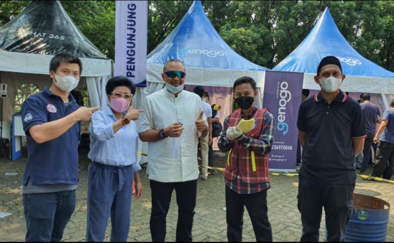 Bupati Tangerang sekaligus pembalap Ahmed Zaki Iskandar didampingi Lola Moenek usai lakukan test GeNose di Sentul