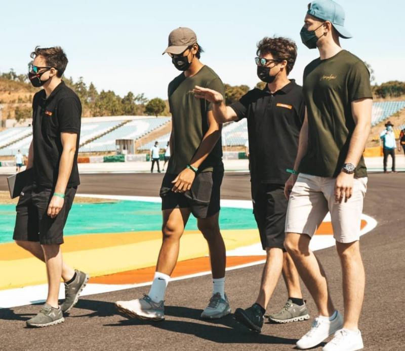 Sean, Tom dan Stoffel bersama coach dari JOTA Sport melakukan track walk di sirkuit Portimao Portugal
