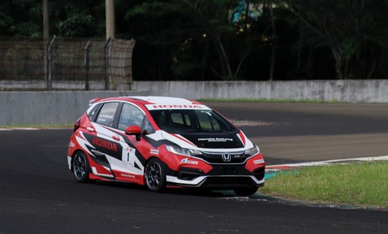 Alvin Bahar dari Honda Racing Indonesia memimpin klasemen pembalap kelas ITCR Max di ISSOM 2021