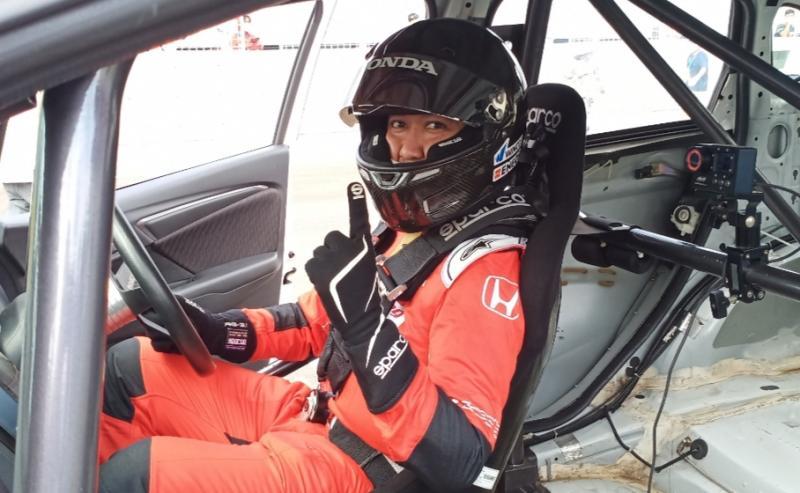 Alvin Bahar buktikan bahwa Honda Jazz masih yang terkencang di ajang balap mobil ISSOM di Sentul International Circuit Bogor