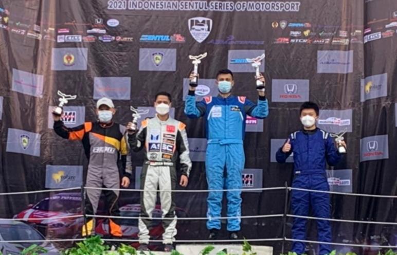 Dari kiri Jimmy Lukita, Rian Risky, Umar Abdullah dan David Djaja di podium kelas STC1, putaran 2 ISSOM 2021 di sirkuit Sentul
