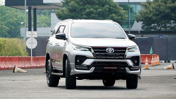Toyota Fortuner, salah satu model andalan toyota di segmen Sport utility Vehicle (SUV)