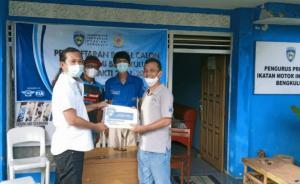 Panitia Penjaringan menerima berkas pendaftaran bakal calon tunggal Ketum IMI Bengkulu, Ahmad Irfansyah.