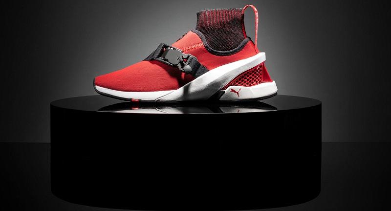 Sepatu Sneaker Puma terinspirasi dari Ferrari SF90 Stradale
