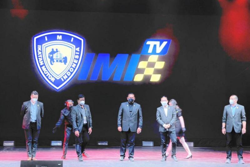 Bamsoet (tengah) didampingi para pengurus IMI Pusat saat peluncuran IMI Sport TV di Jakarta tadi malam