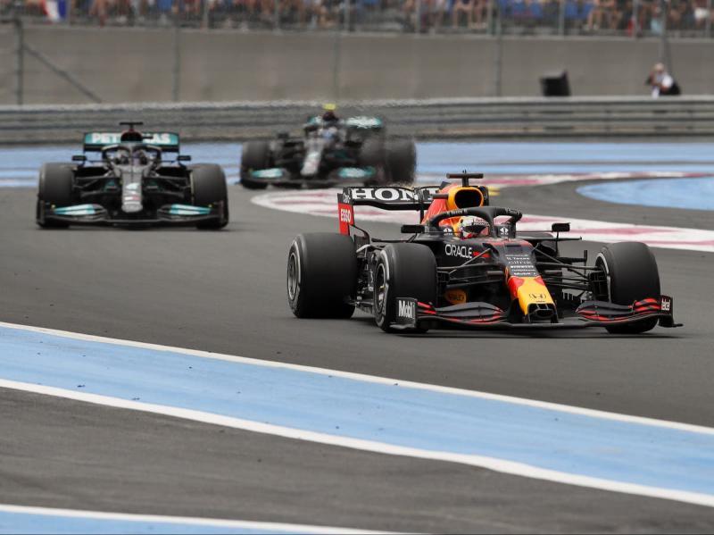 Dari kejauhan, akhirnya Red Bull Honda bisa tekuk dua Mercedes di GP Prancis dan langsung heboh. (Foto: ist)