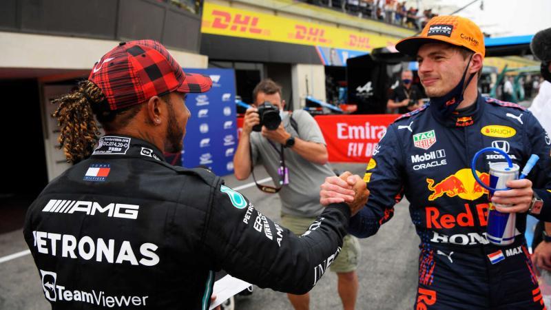 Max Verstappen dan Lewis Hamilton, tengah dalam aroma panas persaingan. (Foto: redbullcontentpool)