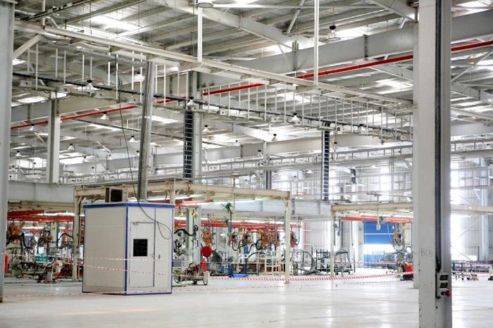 Sebuah fasilitas produksi Nissan-Reanault di Negara Bagian India yang sepi pekerja