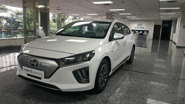 Mobil Listrik Hyundai salah satu EV yang sudah mengaspal di jalan-jalan kota Indonesia