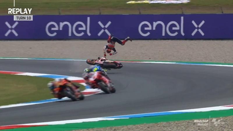 Kecelakaan model highside kembali dialami Marc Marquez (Honda), kali ini di GP Belanda 2021. (Foto: motogp)